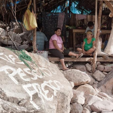Se vende pescado fresco - Pérou - Annabelle Avril Photographie #0
